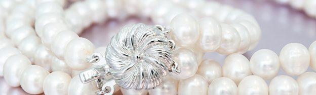 cd3937c481f4 Cuatro vueltas de perlas y diamantes en un collar de 5 millones - El ...